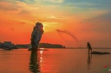 《捕鱼》------滨海一角