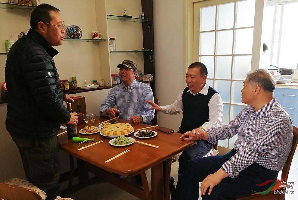 老G老师拿出了自己家乡的特色绝活水煎包,招待贵宾。