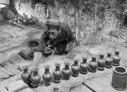 南疆土陶艺人------祝贺荣获黑白影像华盈彩票精华!