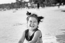 开心的菲律宾小女孩