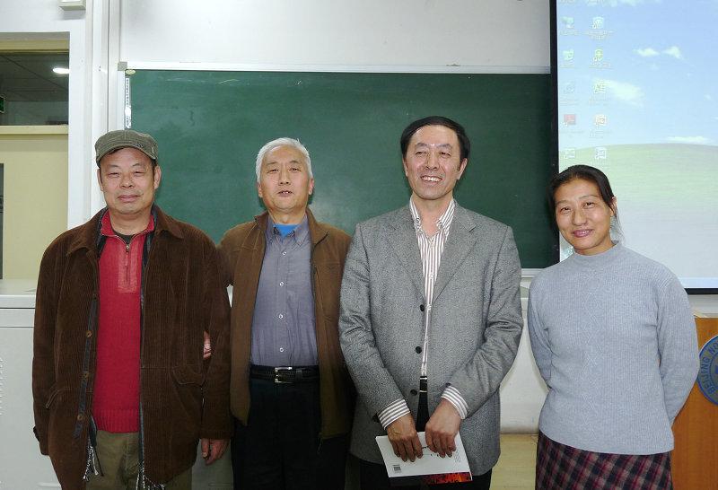 右起北京观鸟会会长付建平女士 总版 作者黑鹎 山那边副秘书长