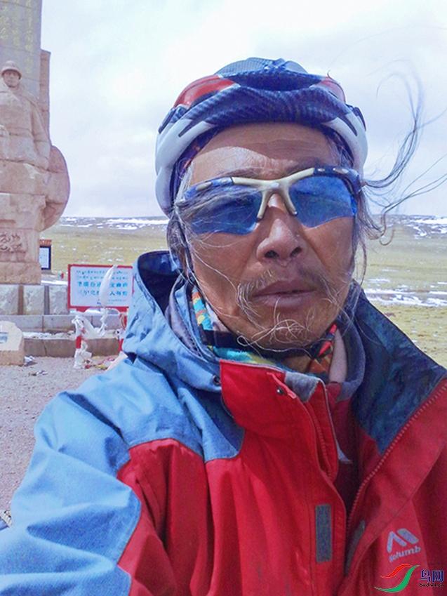 唐古拉山口的狂风撩起我的鬓发