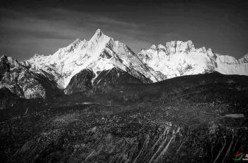 神山---梅里------祝贺荣获首页黑白影像精华!!!