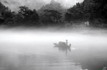 山区渔船------祝贺荣获首页黑白影像精华!!!