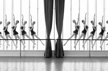 舞蹈房的孩子们---祝贺老师佳作荣获黑白影像VIP首页精华!