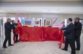 """中国鸟网在中国国贸举办""""为爱而生""""鸟类摄影展"""