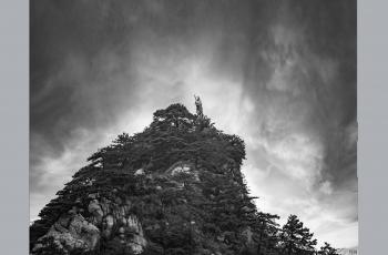 只在此山中,云深不知处。------祝贺荣获首页黑白影像精华!!!