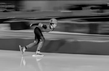 速滑------祝賀榮獲首頁黑白影像精華�。�!