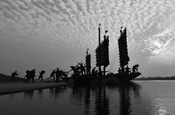 雕塑--渡江起義-----祝賀榮獲首頁黑白影像精華�。�!