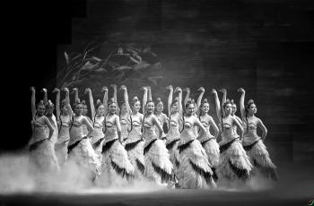 歌舞长白神韵------祝贺老师佳作荣获首页黑白影像精华!