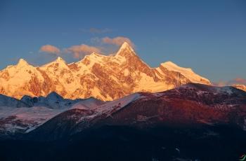 中国最美丽的山峰,(祝贺鲁聊川老师荣获每日佳作)