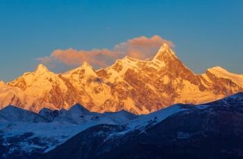 高原上的明珠-南迦巴瓦山(祝贺石开老师荣任自然与风光版版主)