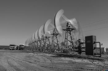 地下采油,地上发电---- 祝贺荣获黑白影像首页精华!