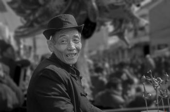 捏糖人---- 祝贺荣获黑白影像首页精华!