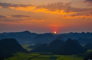 金鸡峰丛的晨曦